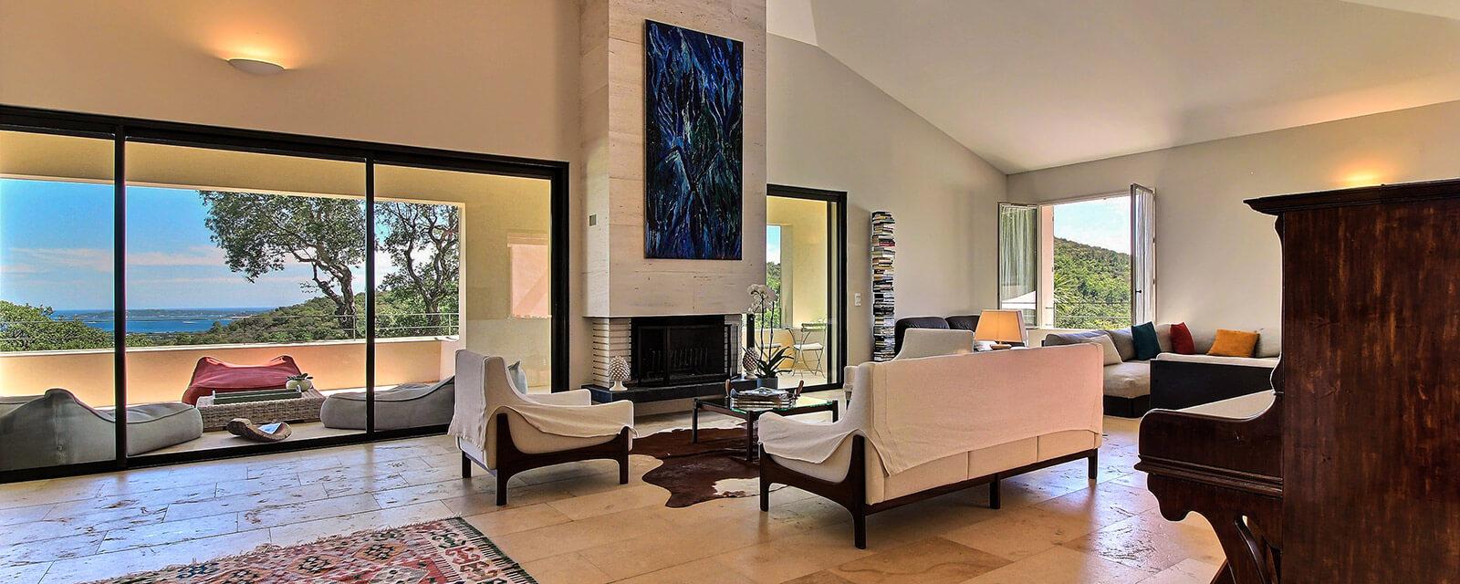 maison grimaud great location de maison grimaud gte. Black Bedroom Furniture Sets. Home Design Ideas