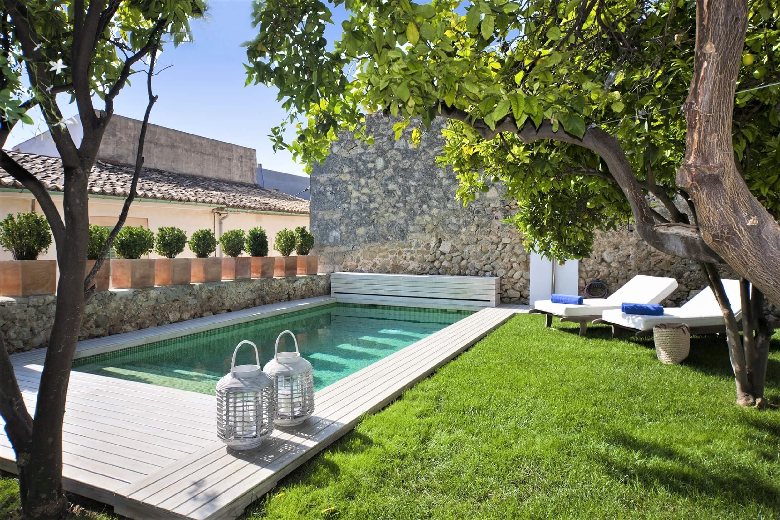 Villa selva design dorfhaus mit garten und pool for Pool design manufaktur ug rottenburg